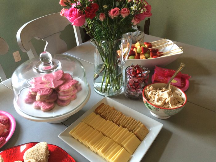 easy-valentines-day-play-date-food-display